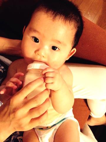 赤ちゃん,授乳,ミルク,おっぱい,乳児,7ヶ月