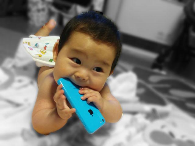 ケータイ,かむ,噛む,赤ちゃん,8ヶ月
