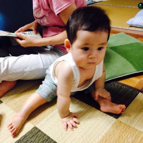 一人座り,赤ちゃん,8ヶ月