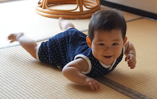 8ヶ月赤ちゃん,真似っこ