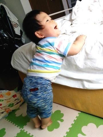 赤ちゃん,つかまり立ち,9ヶ月