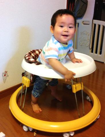 9ヶ月つかまり立ち,立つ,赤ちゃん