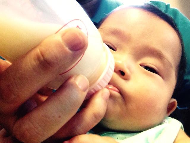 赤ちゃん,授乳,7ヶ月,哺乳瓶,いやいや,イヤイヤ