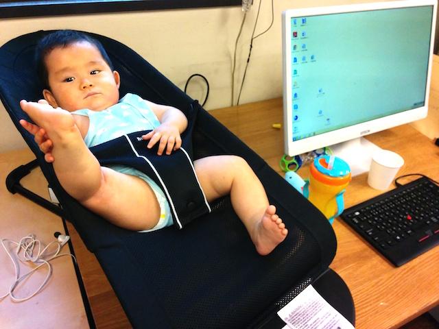 事務所,赤ちゃん,会社,同伴,子連れ,ワーキングマザー,職場