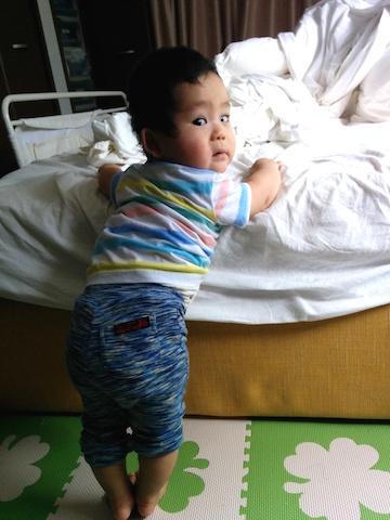 9ヶ月つかまり立ち,赤ちゃん,ベッド